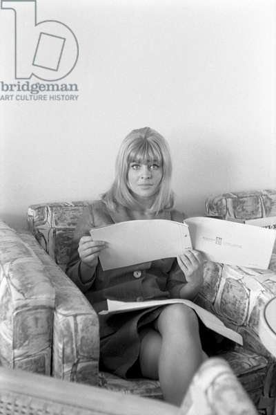 American actress Sue Lyon, sitting on a sofa and reading a booklet, Lido, Venice, 1973 : Sitting On A Sofa