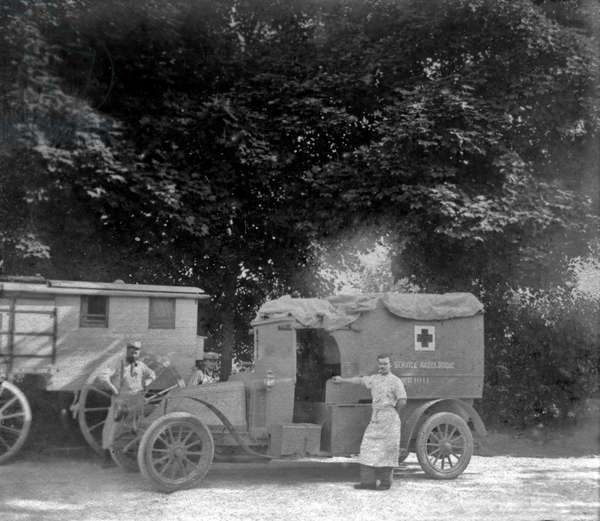 Red Cross radiology trck, France, ww1 (Marie Curie created radiology mobile unities called the