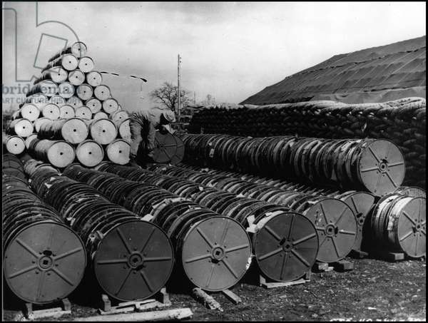 Preparation of the debarkage in Normandy on 6 June 1944 (D Day or D Day): storage of telephonic cables for debarking on an allied base in Great Britain. Photography May 1944.