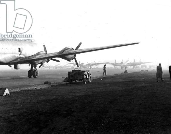 Blockade of Berlin by russian - Berlin Blockade (1948-1949): Gatow Airport (Berlin) Germany autumn 1948. During the blockade of the city by the Sovietic authorities and Operation Vittles (Victuailles), USAF C54 and RAF Yorks planned to transport food to the German capital were ready to be discharged from their cargo. The three western areas were supplied by an unceasing air bridge. This blockade will last from 24 June 1948 to 12 May 1949
