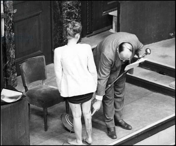 Trial of the 23 Nazi doctors of the Ravensbruck camp: a Polish deportee from the Ravensbruck camp shows the evidence of the sevices inflicted by Dr. Ove Hauser and Dr. Fisher in October 1942. Photograph taken in Nuremberg on 22 December 1946.