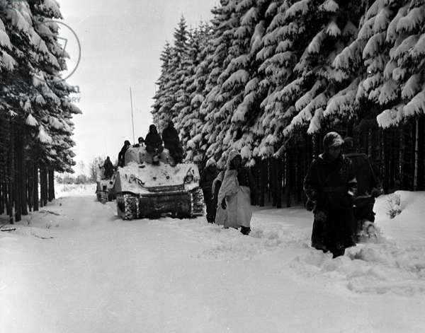 Second World War (1939-1945) - World War II (WWII or WW2): Near Heersbach (Belgium) January 28, 1945: Men from 504 PIR (Parachute Infantery Regiment) of the 82nd US Aeroportee Division advance in thick snow