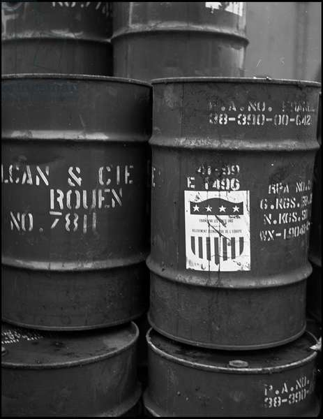 Plan Marshall or European Recovery Program (ERP) (1948-1952): barrels of oil with the acronym of the Economic Cooperation Administration (ECA) books through the Marshall Plan for French industrial enterprises. Rouen (Seine Maritime), photograph November 1950.