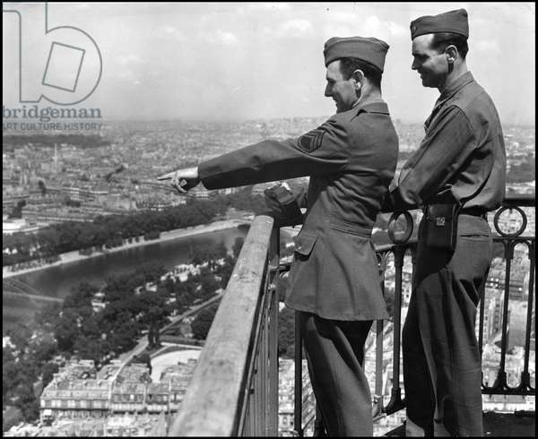 Second World War (1939-1945): Paris (France) May 23, 1945 - Two brothers, both sergeant in the US Army, take advantage of their permission to climb to the top floor of the Eiffel Tower