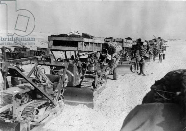 Debarkage in Normandy on June 6, 1944 (D Day) (WWII - Normandy landings (D Day): American military equipment awaiting boarding to the French coast to serve on the front - Photograph taken in England, about June 6, 1944