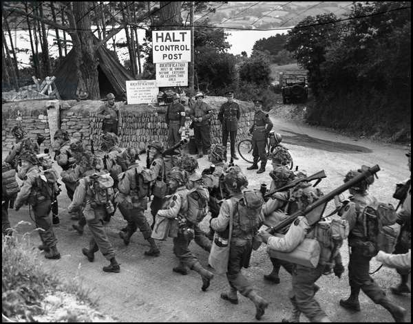 Preparation of the break-up in Normandy on June 6, 1944 (D Day or D Day): a group of American soldiers en route to a British port where they sail towards the Normandy coast. Photograph of June 3, 1944.