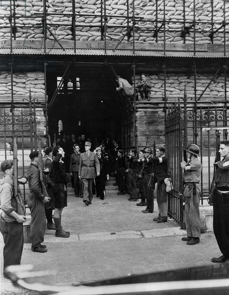 Second World War (1939-1945): Chartres (Eure and Loir) France 23 August 1944: During his visit, General De Gaulle (1890-1970) leaving the Cathedrale is greeted by a guard of honor of F.F.I.