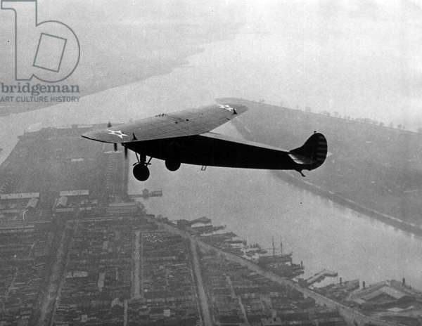 Washington DC, USA, March 24, 1928: The Fokker trimmotor pilot by Colonel Charles Lindbergh (1902-1974) flying over the Potomac - Washington DC, USA, 24th March 1928: trimotored Fokker monoplane with Colonel Charles Lindbergh (1902-1974) at the controls flying over Potomac River