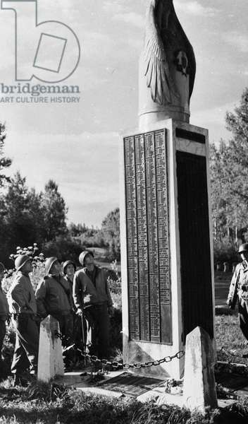 Second World War (1939-1945): Between Soissons and Chateau-Thierry (Aisne) France August 30, 1944: American officers who took part in the liberation of Soissons and Chateau-Thierry in front of the erige monument for the two American divisions that halted the German troops during the Second Battle of the Marne in July 1918