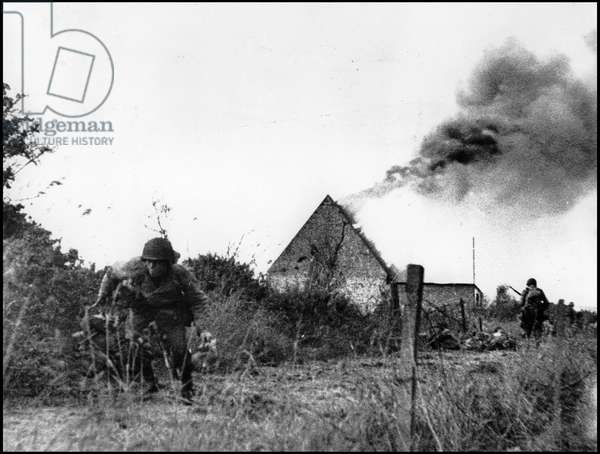 Debarking in Normandy on June 6, 1944 (D Day or D Day): just behind the beaches of the barkage, these American soldiers have just blown up a German ammunition depot. Cotentin, photograph taken about June 7, 1944.