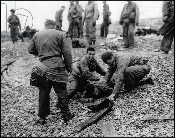 Debarking in Normandy on June 6, 1944 (D Day or D Day): Allied soldiers surviving a barge on Omaha Beach. Photograph of June 6, 1944.