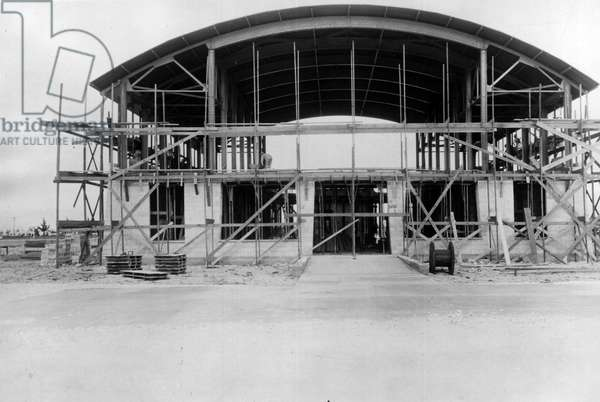 Miami Airport (Florida), USA, 1928: Construction by Pan-American Airways of the first passenger hall of the United States - Miami Airport, Florida, USA, 1928: first airplane passenger depot in the US, constructed by the Pan American airways
