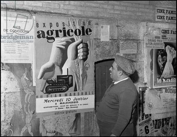 Marshall Plan (ERP) (1948-1952): poster of the Agricultural Exhibition of the Marshall Plan organized by the Economic Cooperation Administration (ECA) in Malesherbes in January 1949. Photography.
