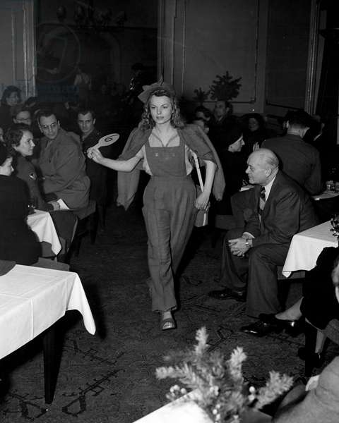 Blockade of Berlin by english - Blockade of Berlin (1948-1949): Berlin (Germany) March 11, 1946. In one of the most fashionable cabarets in the former capital of the Third Reich, the first women's fashion defile. Here, presentation of a detente clothing