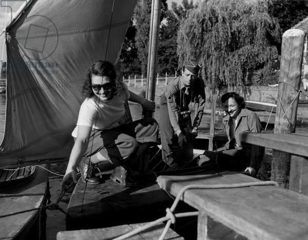 Blockade of Berlin by russian - Blockade of Berlin (1948-1949): Berlin (Germany) July 15, 1945. At the pier of the former residence of Walter Funk, the former finance minister of the Third Reich, two Wacs and an American soldier start canoing on one of the lakes of the former German capital