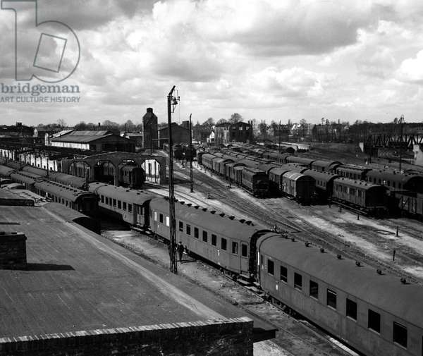 Blockade of Berlin by russian - Blockade of Berlin (1948-1949): Berlin (Germany) April 1, 1948. At the beginning of the blockade of the city, which will take place on 24 June, the Sovietic occupation authorities decided to no longer recognize the transport documents of the western areas, which paralysed rail transport. A view of Grunewald train station in Stabling district