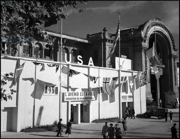 Plan Marshall or European Recovery Program (ERP) (1948-1952): facade of the Pavilion of the Plan Marshall Exhibition organized by the Administration of Economic Cooperation Administration (ECA) during the Marseille Fair from 16 September to 2 October 1950. Photography.