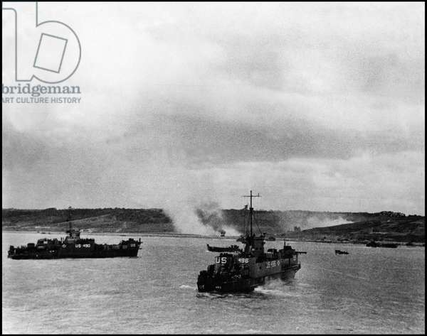 Debarking in Normandy on June 6, 1944 (D Day or D Day): LCI (L) -490 and LCI (L) -496 allies approached Omaha Beach in Normandy. Photograph of June 6, 1944.