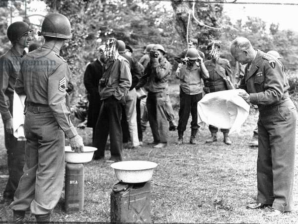 Debarking in Normandy on June 6, 1944 (D Day) (WWII - Normandy landings (D Day): Dwight Eisenhower (1890-1969), makes a summary toilet on the occasion of his visit to the ships of Norman soil - Photography June 12, 1944