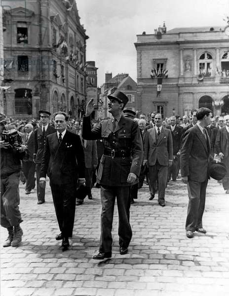 Second World War (1939-1945): Laval (Mayenne) France 22 August 1944: In front of the Hotel de Ville, General De Gaulle greets the crowd accompanied by Michel Debre (1912-1996) (right) In the background, in the centre Gaston Palewski (1901-1984) and on the left the aide-de-camp of the General, Captain Claude Guy (1917-1992)