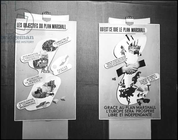 European Recovery Program (ERP) (1948-1952): signs explaining the Marshall Plan and the objectives of aid granted to Europe by the Economic Cooperation Administration (ECA). United States stand on the Marshall Plan at the Metz Fair (Moselle), 6 December 1949. Photography.