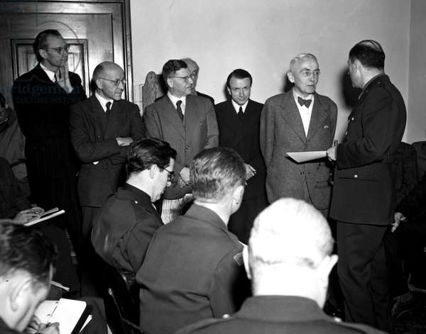 Second World War (1939-1945): Nuremberg trial (Germany) 13 November 1945 The day before the International Tribunal (IMT) hearings began to try the main Nazi officials; Hermann Goering's lawyer Dr Otto Stahmer (with the bow tie) apprehended to answer the journalists who followed the trial.