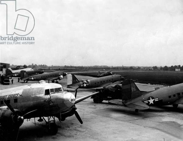 Blockade of Berlin by russian - Berlin Blockade (1948-1949): Wiesbaden Airport Germany 12 July 1948. During the blockade of the former German capital by the Sovietic authorities and Operation Vittles (Victuailles), seen from several USAF C47s that provide food supplies to Berlin. The three western areas were supplied by an unceasing air bridge. This blockade will last from 24 June 1948 to 12 May 1949