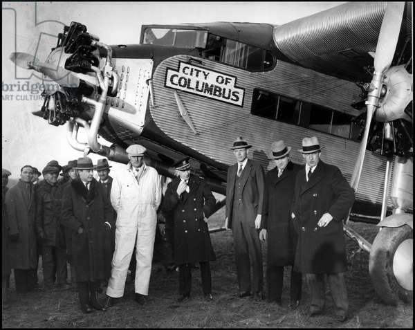 """Philadelphia Arsenal (Pennsylvania) USA 1930: Colonel Charles Lindbergh (1902-1974) inspects the TAT (Transcontinental Air Transport) line on board the Ford """"City of Columbus"""". From left to right; Lieutenant Commodore W.W Webster, Charles Lindbergh, David M. Schaeffer and John Collins (Chief Pilot)"""