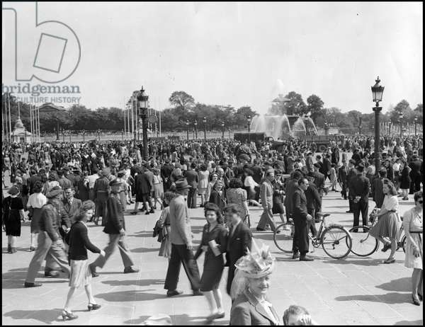Second World War (1939-1945): Paris (France) 8 May 1945 - With the announcement of the unconditional surrender of Nazi Germany (VE Day (Victory in Europe Day), the crowd invaded Place de la Concorde