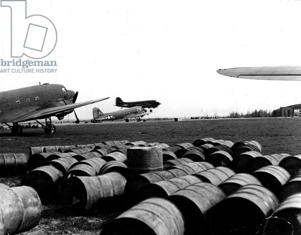 Blockade of Berlin by russian - Berlin Blockade (1948-1949): Gatow Airport (Berlin) Germany autumn 1948. During the blockade of the city by the Sovietic authorities and Operation Vittles (Victuailles), USAF C47s expected after their unloading begin to break down for a new rotation. The three western areas were supplied by an unceasing air bridge. This blockade will last from 24 June 1948 to 12 May 1949