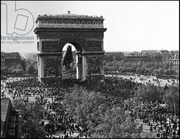 Second World War (1939-1945): Paris (France) 8 May 1945 - With the announcement of the unconditional surrender of Nazi Germany (VE Day (Victory in Europe Day), the crowd invaded Place de l'Etoile and surrounded the Arc de Triomphe under which the flags of the five victorious allies were installed