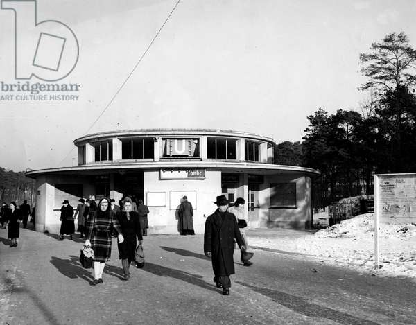 Blockade of Berlin by russian - Blockade of Berlin (1948-1949): Berlin (Germany) 20 January 1946. Scene of everyday life: Berliners leave Krumme Lanke in the district of Zehlendorf, one of the metro stations of the former capital of the Third Reich in ruins