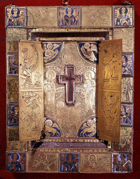 Discovered from the Holy Cross by St. Helene, the events on Golgotha hill and the eveques of Tongeren. Reliquary, circa 1170. Treasure of the Basilica of Notre Dame in Tongeren.