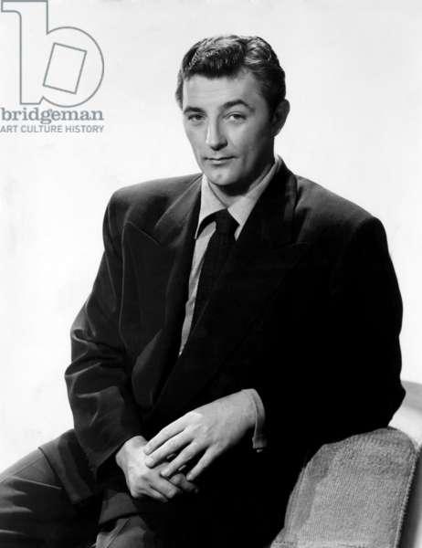 Robert Mitchum (1917-1997), American actor, wearing a Kenroll shirt. c.1950