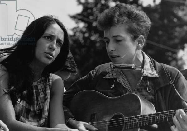 Folk singers Joan Baez and Bob Dylan singing at the 1963 Civil Rights March on Washington. Aug. 28, 1963