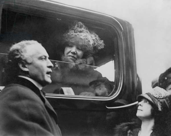 Harry and Beatrice Houdini with famed actress, Sarah Bernhardt, Boston. 1917