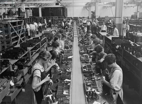 Men and women working on a radio assembly line in Washington D.C. area. 1925