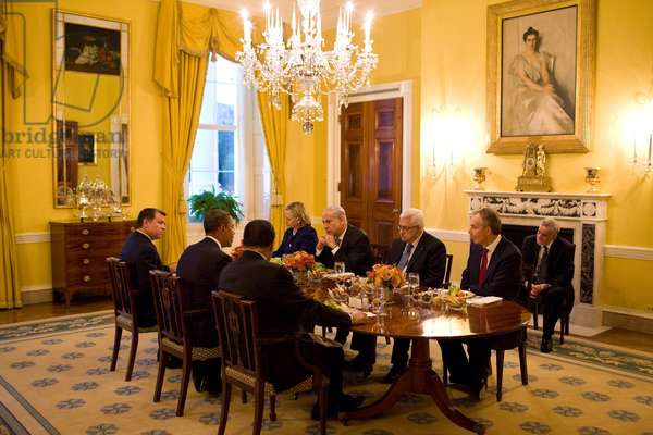 President Obama hosts a working dinner during the Palestinian-Israeli talks at the White House. Clockwise from left King Abdullah II Hillary Clinton Benjamin Netanyahu Mahmoud Abbas Tony Blair Hosni Mubarak. Sept. 1 2010. (BSWH_2011_8_259)