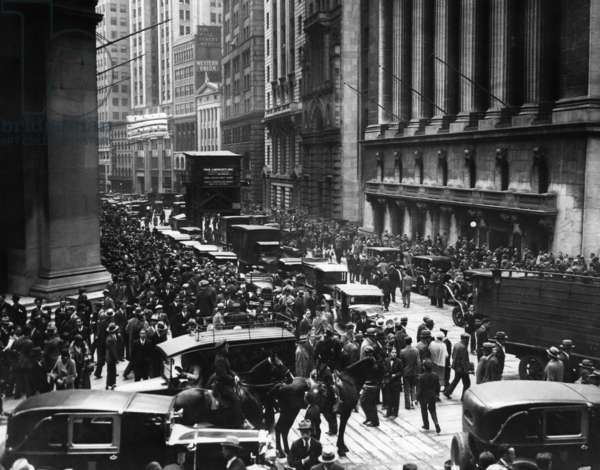 Mounted police patroling the crowds at Wall Street and Broad Street on Black Thursday, (New York Stock Exchange on left), October 24, 1929