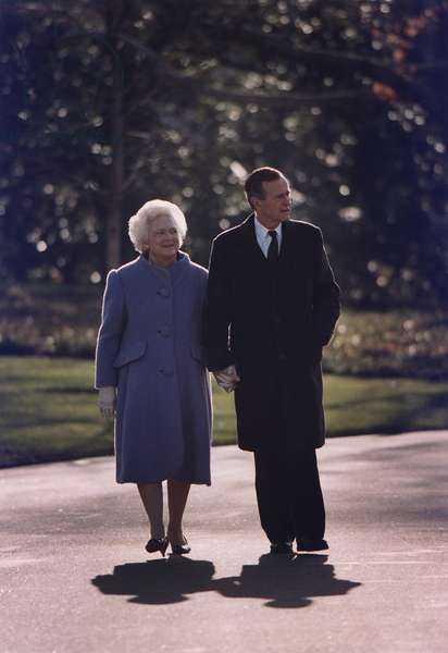 President George and Barbara Bush take a last walk around the White House Grounds on Jan. 20 1993