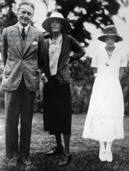 T.S. Eliot with Virginia Woolf and Vivienne Eliot, 1932