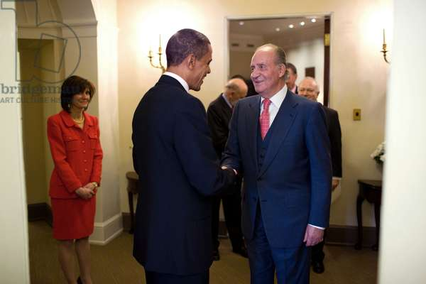 President Obama welcomes King Juan Carlos I of Spain to the White House before their lunch meeting on Feb. 17 2010. At left is Chief of Protocol Capricia Marshall. (BSWH_2011_8_286)