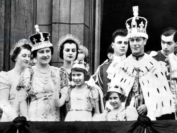 After Coronation ceremonies, the Royal family gathers to greet their subjects. L-R, foreground: Queen Elizabeth (Queen Consort to George VI), Princess Elizabeth (the future Queen Elizabeth II), Princess Margaret, King George VI, September 25, 1951,