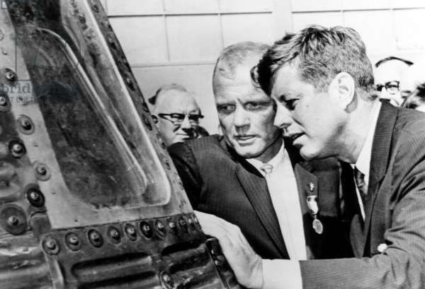 Astronaut John Glenn and President John F. Kennedy look throught the porthole into the Mercury space capsule.Cape Canaveral, Florida, February 23, 1962