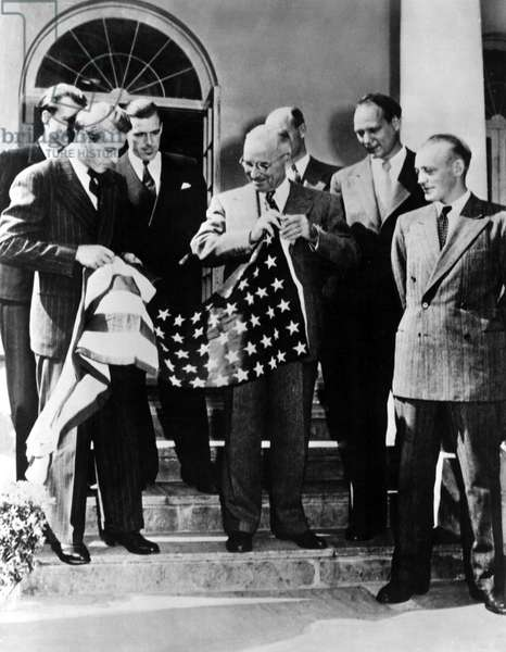 Thor Heyerdahl presents an American Flag to President Harry S. Truman at the White House. The flag travelled with Heyerdahl on the craft Kon-Tiki in 1947