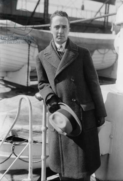Norman Rockwell (1894-1978), in 1921, photographed on an ocean liner. Five years earlier, at the age of 22, he sold his first cover illustration to the Saturday Evening Post