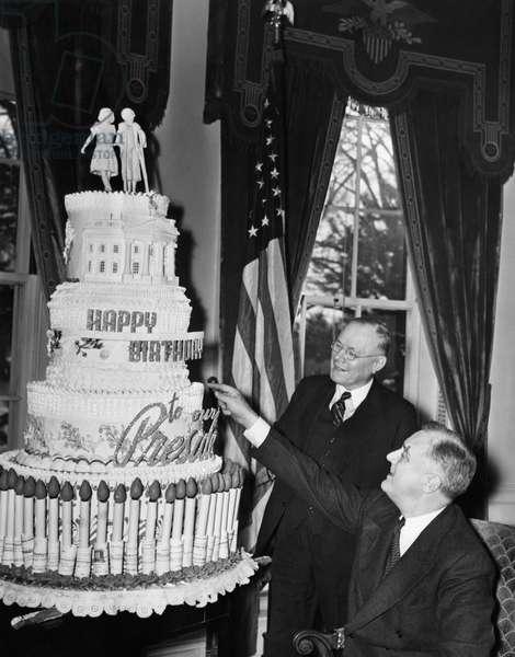 FDR Presidency. US President Franklin Delano Roosevelt admiring his birthday cake, c.late 1930s