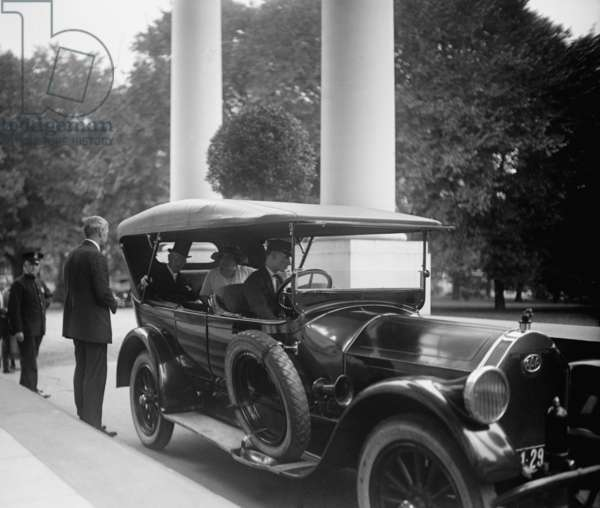 Former President Woodrow Wilson calls at White House the day after Warren Harding's death, August 3, 1923