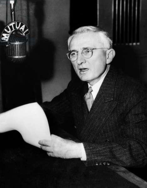 Dale Carnegie, 1945