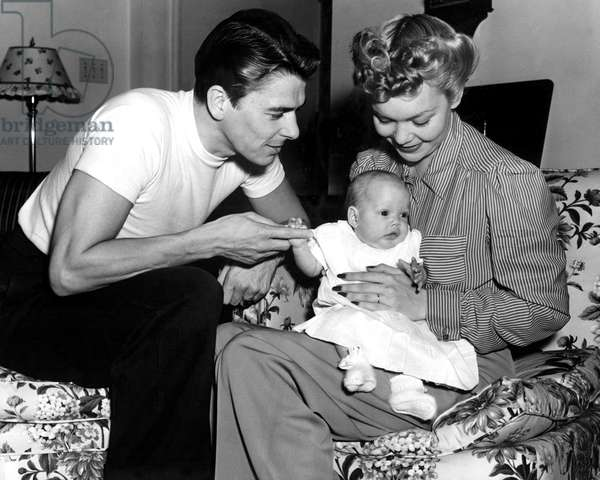 Ronald Reagan, Maureen Reagan, Jane Wyman at home, 4/26/41